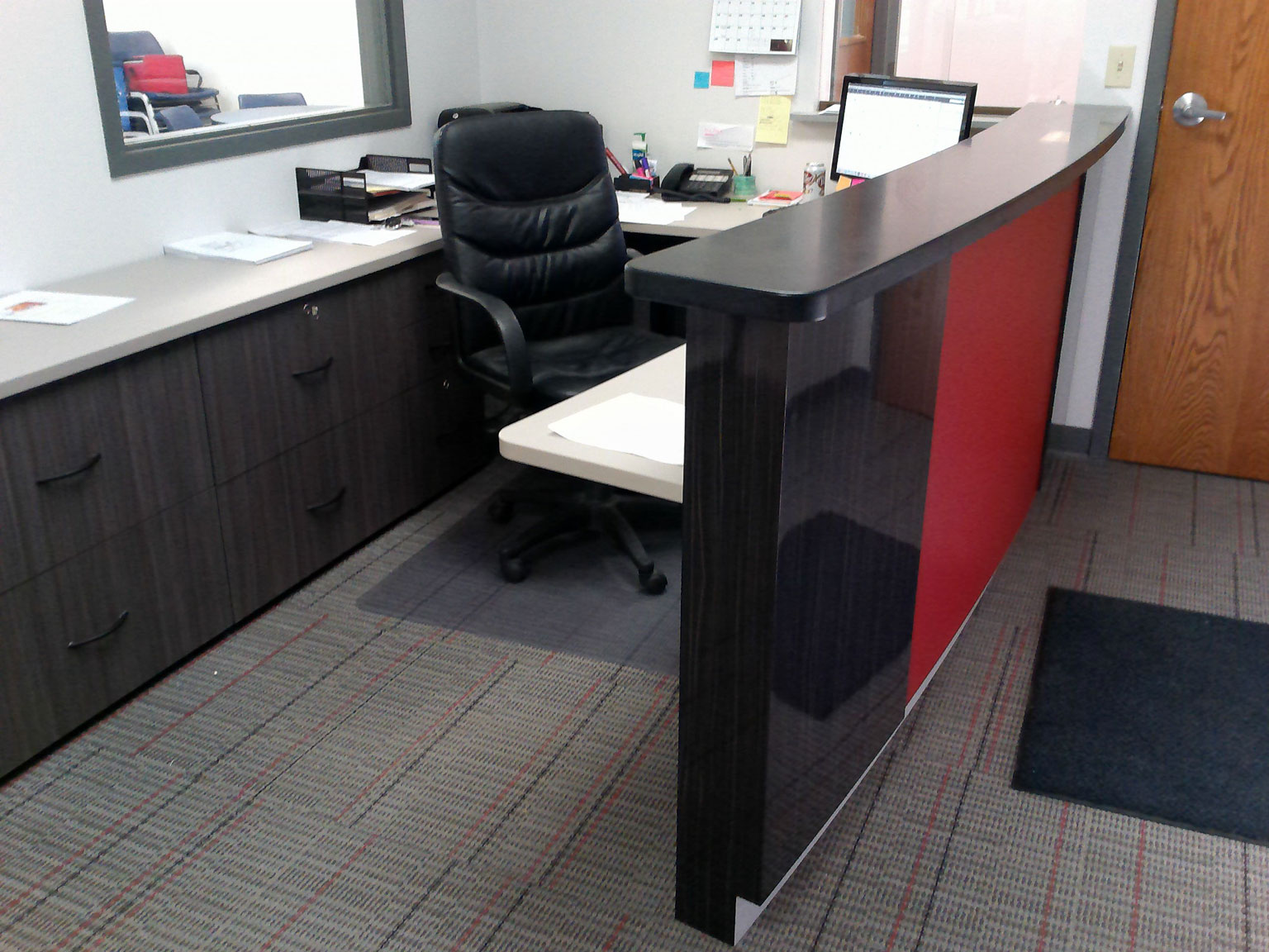 Reception Desk And Die Wall